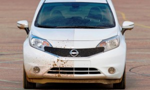 "Nissan develops the world's first ""self-cleaning"" car"