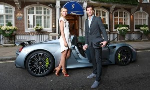 Maria Sharapova and Mark Webber with a Porsche 918 Spyder