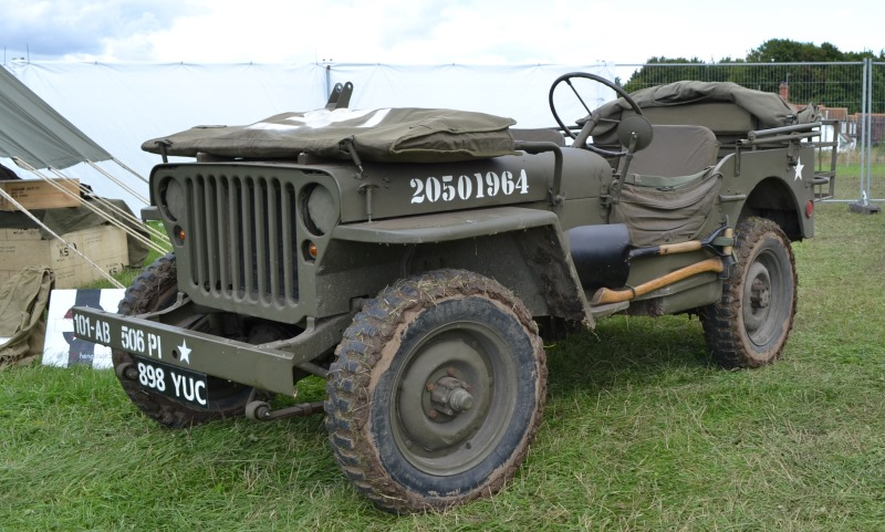Vintage Jeep at Carfest