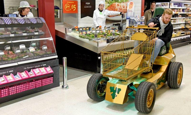 Carlsberg-shopping-trolley-stunt