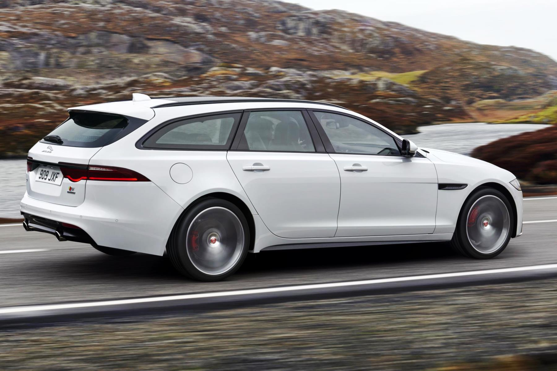 hot new jaguar xf sportbrake revealed automotive blog. Black Bedroom Furniture Sets. Home Design Ideas