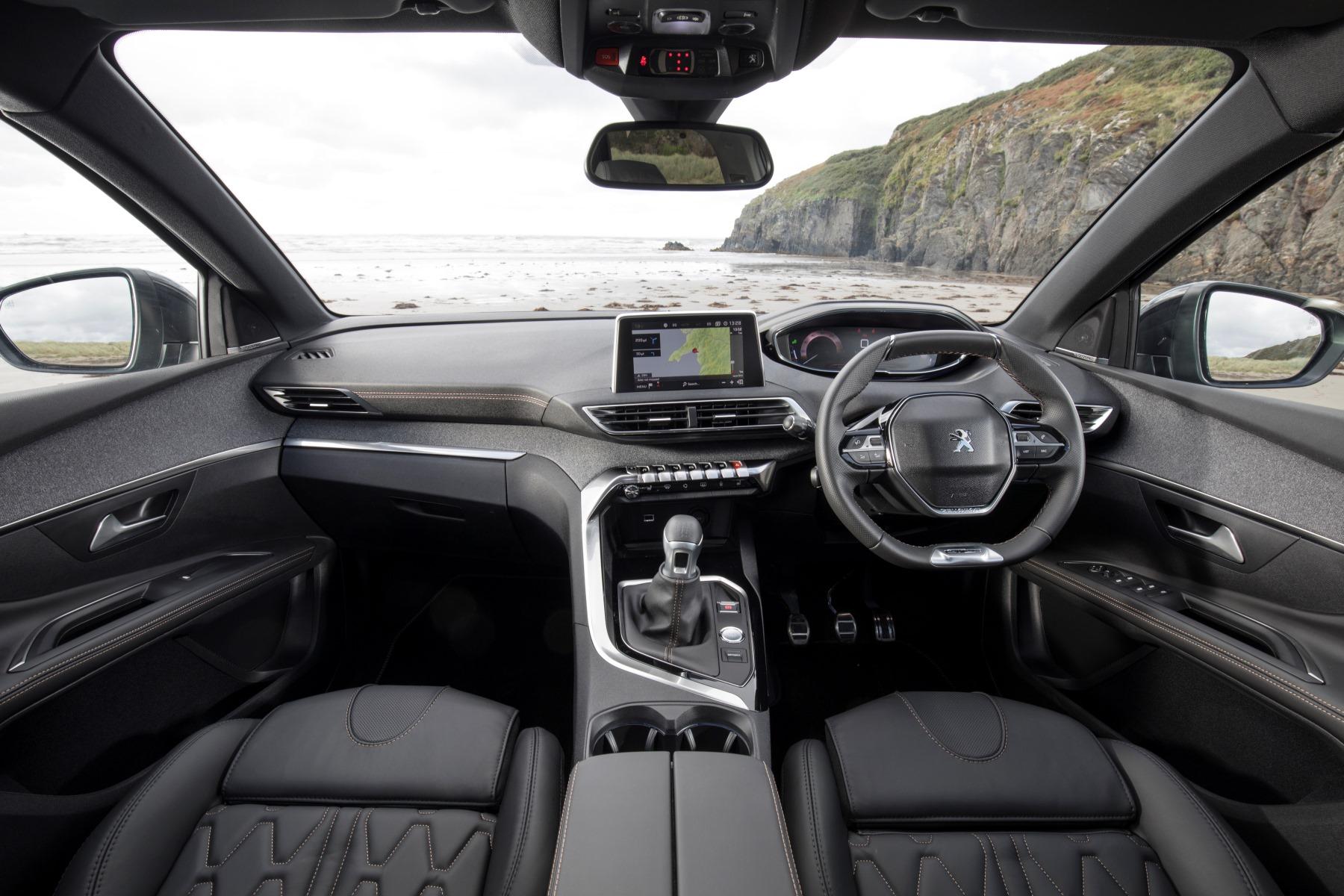 Peugeot 5008 suv review automotive blog for Interieur 5008