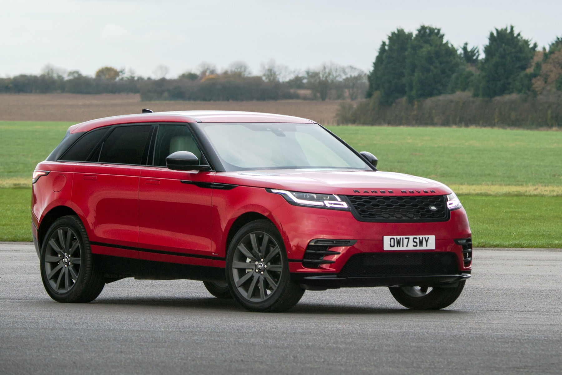 range rover velar review automotive blog. Black Bedroom Furniture Sets. Home Design Ideas