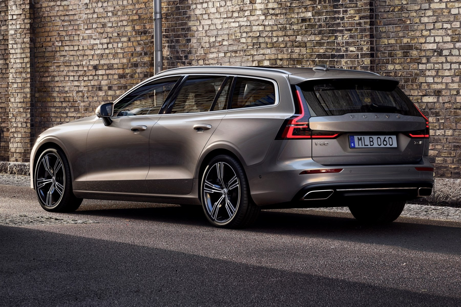 new volvo v60 breaks cover automotive blog. Black Bedroom Furniture Sets. Home Design Ideas