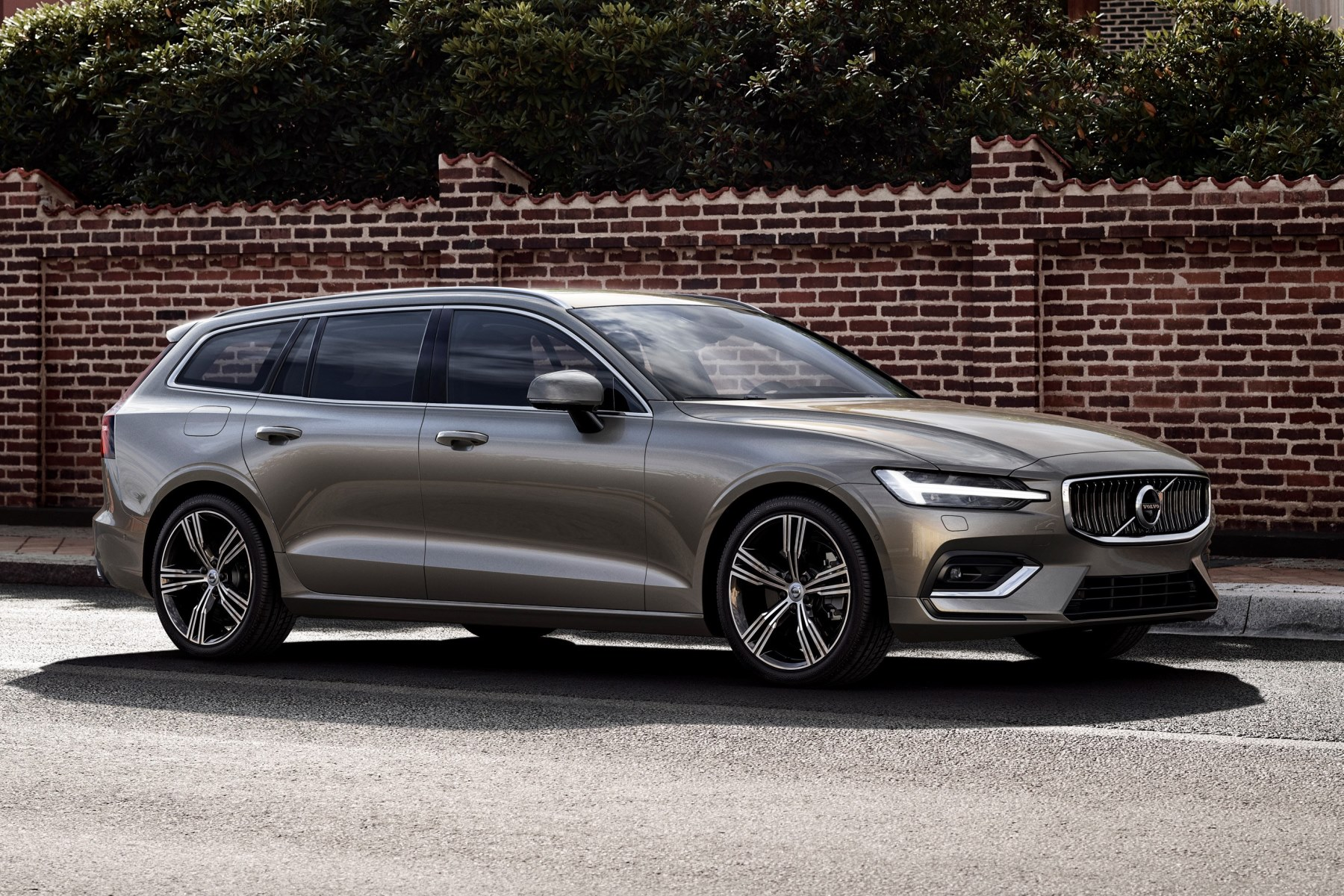 Volvo V60 unveiled: the wagon is cooler than ever