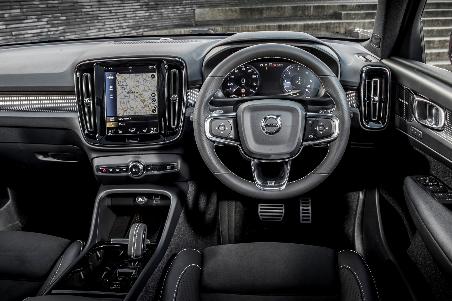 Volvo xc40 review automotive blog for Interior design review