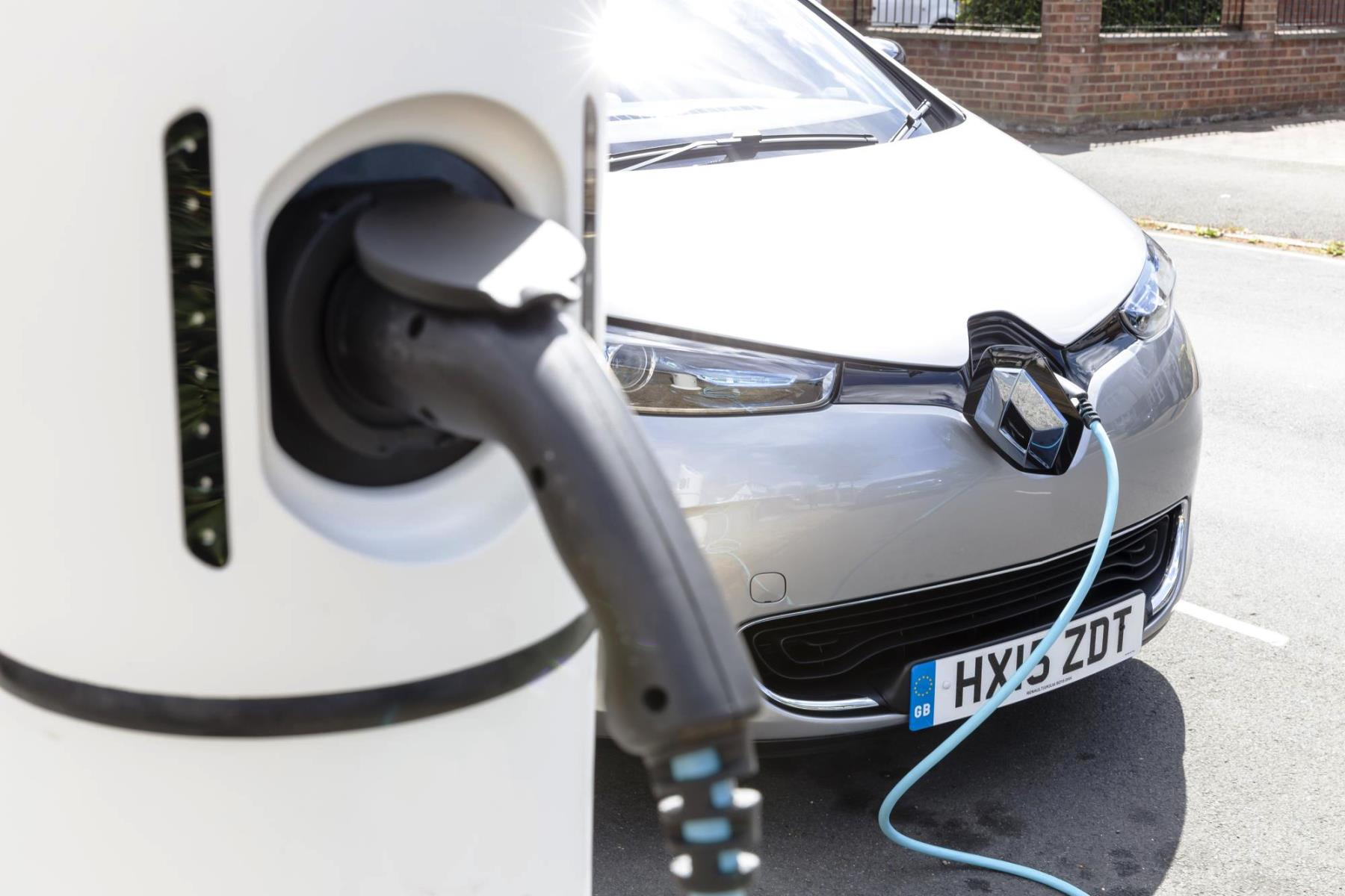 Charging a Renault Zoe