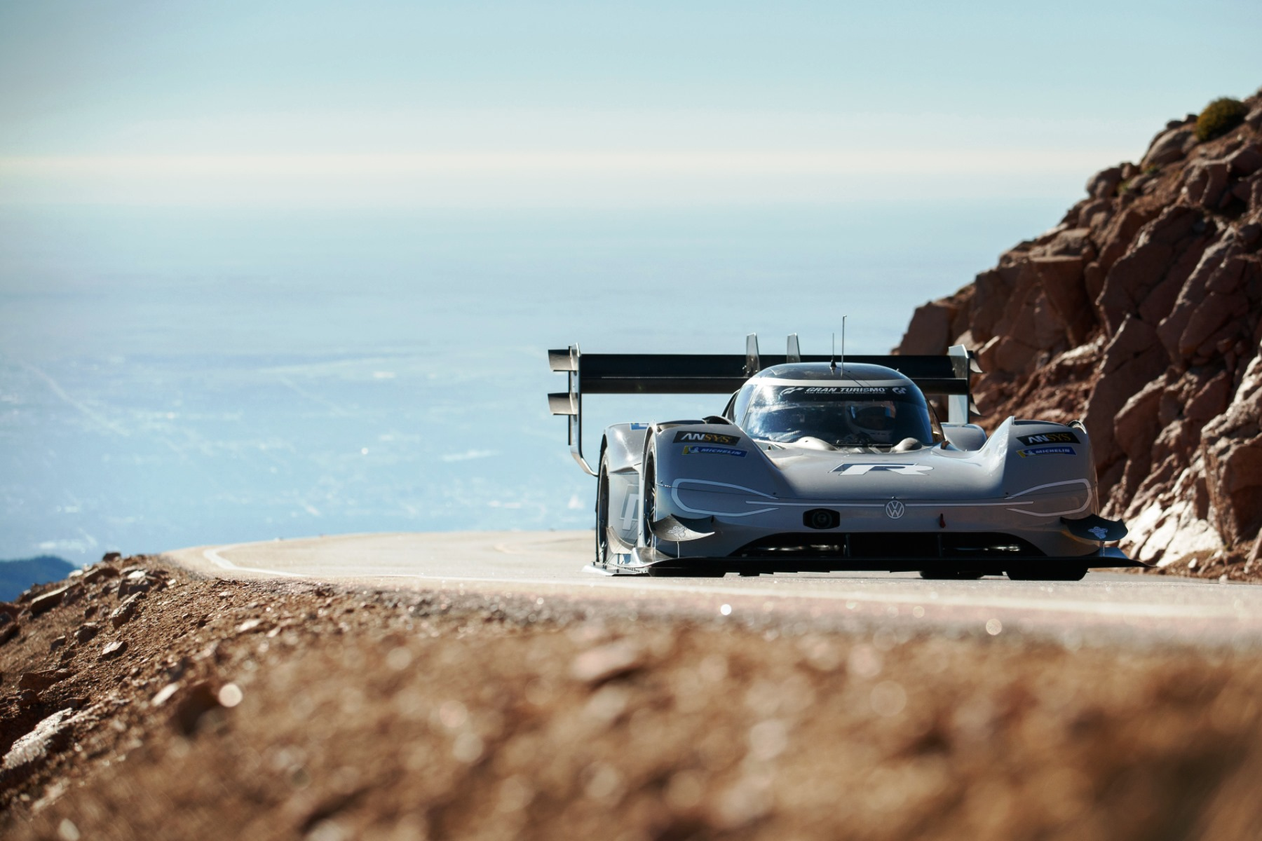 volkswagen s pikes peak record run from all angles automotive blog. Black Bedroom Furniture Sets. Home Design Ideas