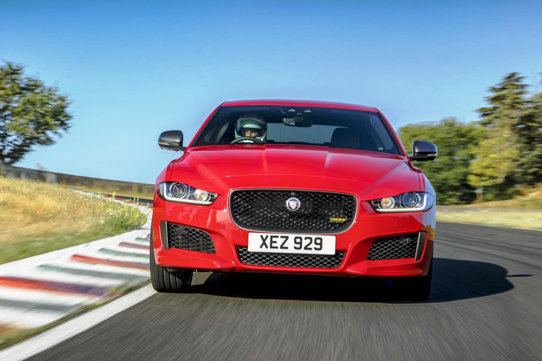 jaguar xe sets lap record at forgotten circuit automotive blog. Black Bedroom Furniture Sets. Home Design Ideas